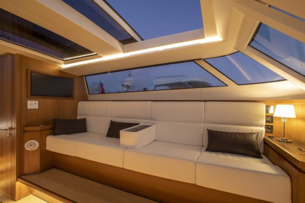 Reliant Yachts X series Luminisity Limo